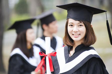 Groep van succesvolle studenten op hun afstuderen dag Stockfoto - 70841159