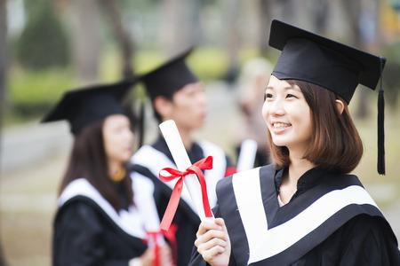 Groupe d'étudiants de succès le jour de leur diplôme Banque d'images