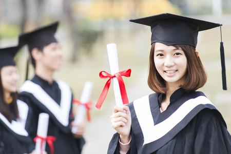 Groep van succesvolle studenten op hun afstuderen dag