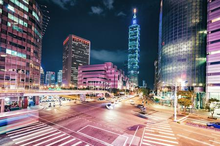 Cityscape van Taipeh bij schemering in Taiwan