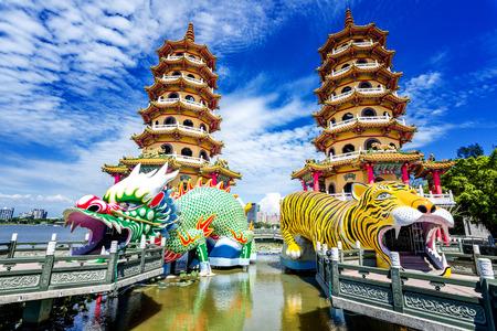 Kaohsiung, Taiwan Dragon and Tiger Pagodas at Lotus Pond. Stockfoto