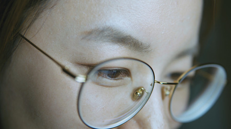 Closeup shot of woman eye surfing internet at night Banque d'images