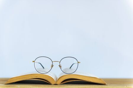 Reading glasses on top of opened book Stockfoto
