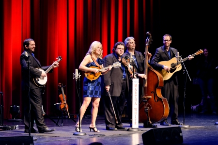bluegrass: ST. PETERSBURG, FLORIDA (USA) - JANUARY 27, 2012: Aaron McDaris, Rhonda Vincent, Hunter Berry, Mickey Harris, and Ben Helson perform bluegrass music at The Palladium.