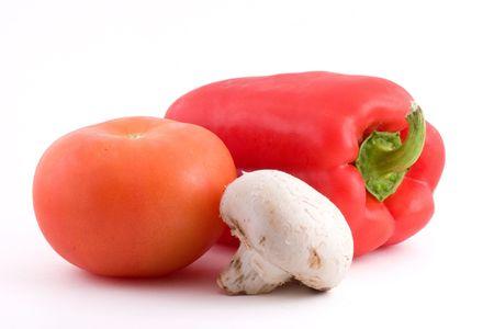 신선한 토마토, 붉은 고추와 흰 버섯.