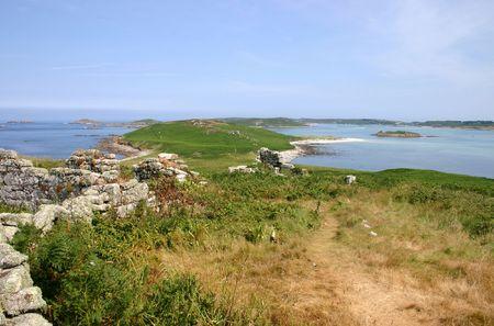 Paisaje de las ruinas de las antiguas casas de campo y de la desierta isla de Samson, Islas de Scilly. Foto de archivo - 918506