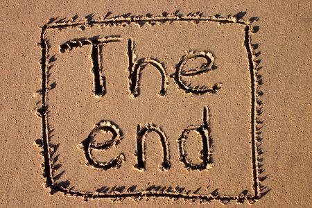 cease: Lestremit�, scritta su una spiaggia. Buon per una conclusione della pellicola di festa. Archivio Fotografico