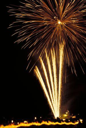 procession: Fuegos artificiales y procesi�n de la antorcha de luz