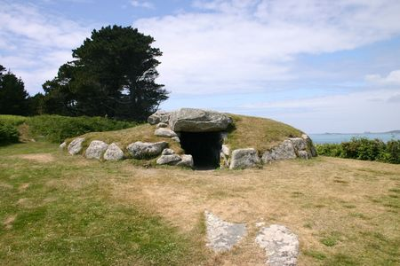 scilly: The Bants Carn burial chamber, St. Marys, Isles of Scilly.