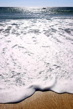 glistening: Sol que brilla sobre el mar, Praa Sands, Cornwall.  Foto de archivo