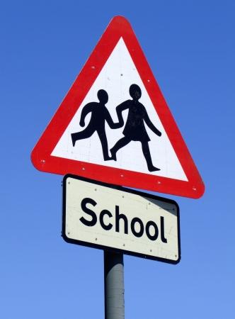 transport scolaire: Panneau de signalisation routi�re British School.