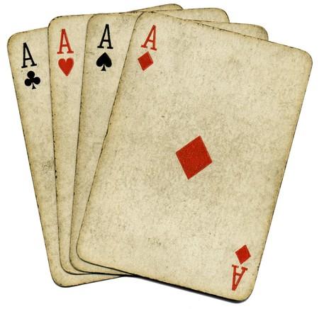 cartas de poker: Cuatro ases de edad de cosecha sucio cartas de p�quer, aislado m�s de blanco. Foto de archivo