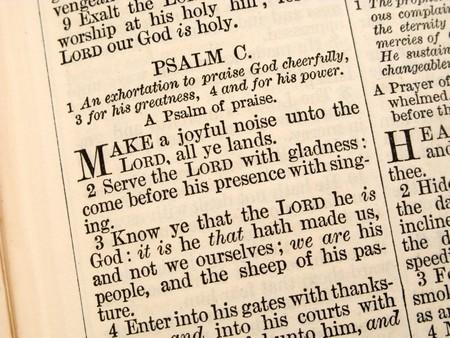salmo: Primo piano del Salmo 100 in un 1868 Bibbia.