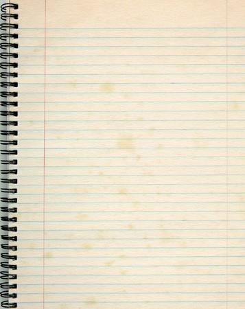 Papel rayado viejo en un bloc de notas.