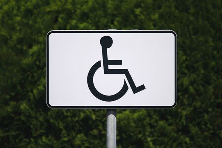 A sign marking a parking place for disabled drivers