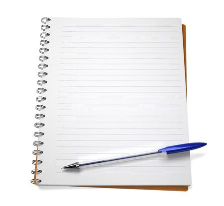 boligrafos: Abra el cuaderno con la pluma, aislado en blanco