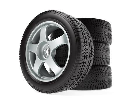 huellas de llantas: El coche rueda con neumático de invierno apilada y aislados sobre fondo blanco