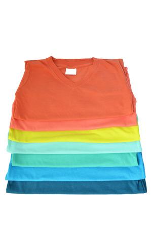 Kleurrijke t-shirt op een witte achtergrond