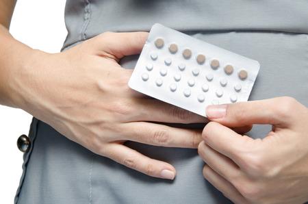 Vrouw bedrijf contraceptieve pillen rotect voor zwangere Stockfoto