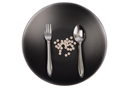 plato del buen comer: píldora Viitamin en el plato Foto de archivo