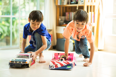Little sibling boy playing car toy race together indoor Standard-Bild