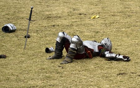 Verslagen Ridder legt geïmmobiliseerdet na het toernooi  Stockfoto