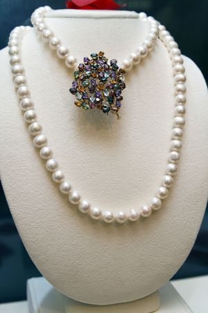 broach: Pearls and broach on display at a jewelry store