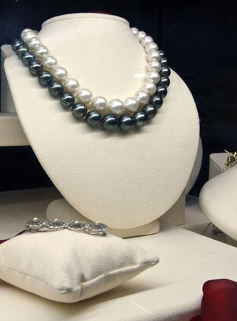 diamond necklace: Pearl on display at a jewelry store Stock Photo