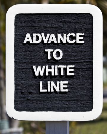 uaktywnić: Znak wskazujÄ…cy, gdzie ruch jest to go, aby uaktywnić brama wyjÅ›cie Zdjęcie Seryjne