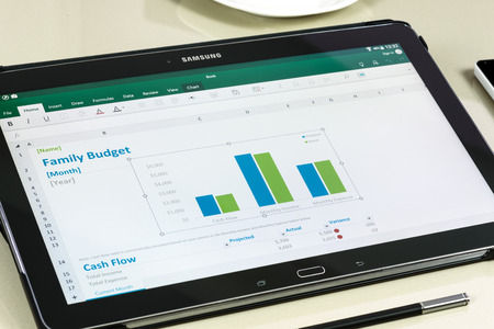 Krynica, Polen - 19 december 2016 - Microsoft Office Excel-toepassing op de Samsung Galaxy Note Pro 12.2. Microsoft Excel is een spreadsheet ontwikkeld door Microsoft Corporation voor Windows, MacOS Android en iOS. Redactioneel