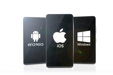 Krynica, Polen - 2 januari 2017 - Het concept van de competitie drie belangrijkste producenten van besturingssystemen voor mobiele apparaten: Google Android, Apple iOS en Microsoft Windows