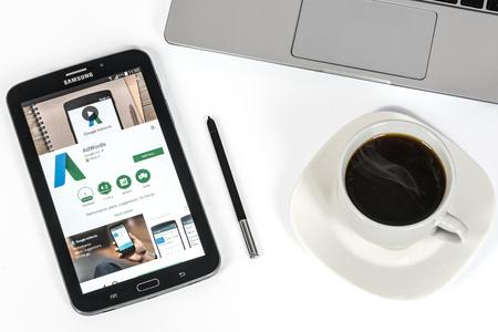 Krynica-Zdroj, Polen - 4 januari 2017: Google AdWords-programma te installeren op de Samsung Galaxy Note. Google Adwords is de meest bekende reclame-systeem dat het mogelijk maakt om gesponsorde links in de zoekresultaten van Google en kampen partners site weer. Redactioneel