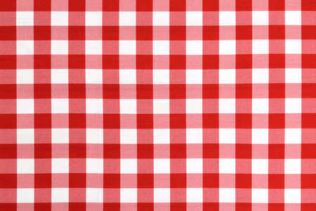 Red checkered textile picnic tablecloth pattern in close-up. Classic italian cuisine style. Stockfoto