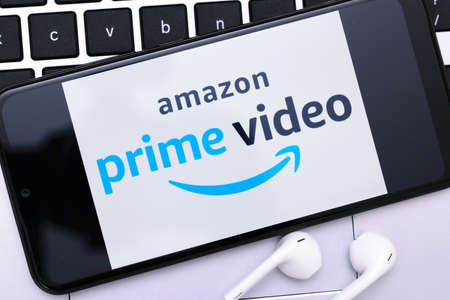 Krakow, Poland - November 08, 2020: Amazon Prime Video sign on the smartphone screen. Amazon Prime Video is famous online streaming video service. Redactioneel
