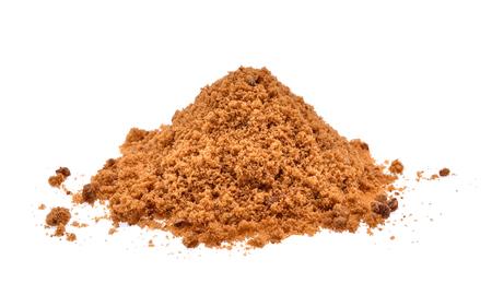 sucre brun isolé sur fond blanc