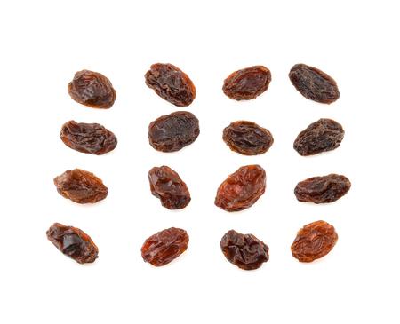 Ensemble de raisins secs isolé sur fond blanc