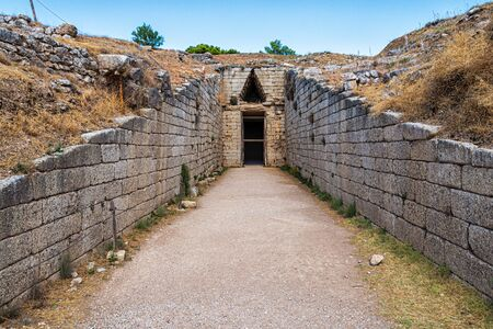 Gate to a burial chamber in Mycenae 版權商用圖片
