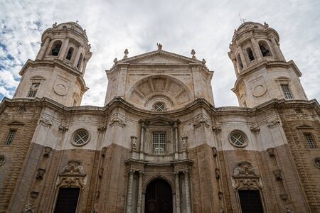Frontal view of Cadiz Cathedral 版權商用圖片