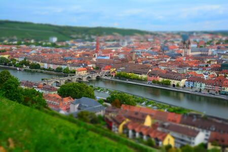 View over the Main to Marienberg in Würzburg mit Tilt-Shift-Effect Stockfoto