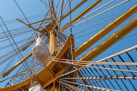 The rigging on the mast of a sailing ship Standard-Bild