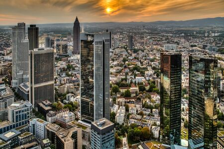 The financial district of Frankfurt am Main in the sunset 版權商用圖片 - 147986463