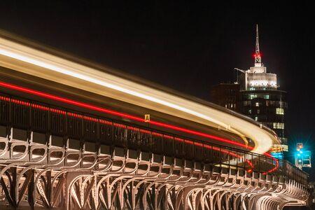 A train in Hamburg at night 版權商用圖片
