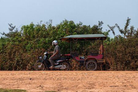 A motorcycle rickshaw in Cambodia 版權商用圖片