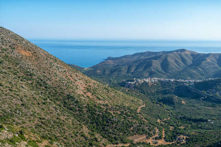 The mountain village of Metokhi Irisiana on the Greek island 版權商用圖片
