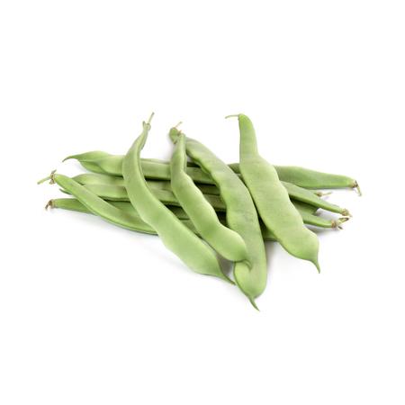 Grüne Bohnen lokalisiert worden auf weißem Hintergrund