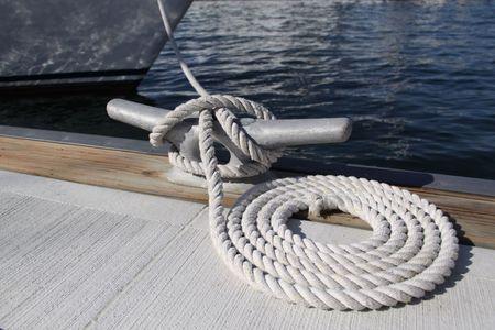 ancla: Cuerda de acoplamiento de un barco Foto de archivo