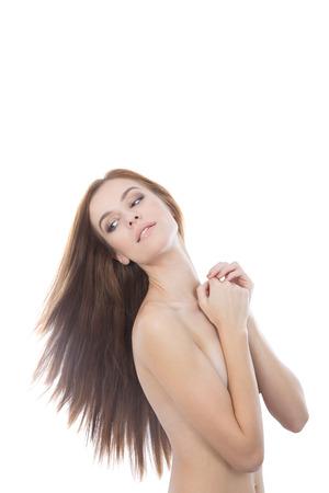 jeune fille adolescente nue: Un portrait de beaux cheveux rouge jeune femme nue. Cheveux magnifique, isol� sur blanc.