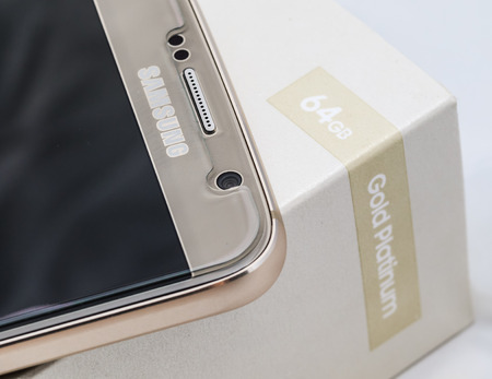 celphone: Samsung Galaxy S6 64 GB gold platinum edition front camera close up Editorial