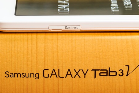 celphone: Product images for a Samsung Galaxy Tab 3V Editorial