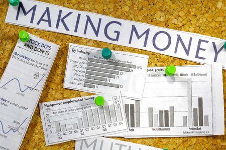 clippings: Varios de dinero relacionados con recortes de peri�dico